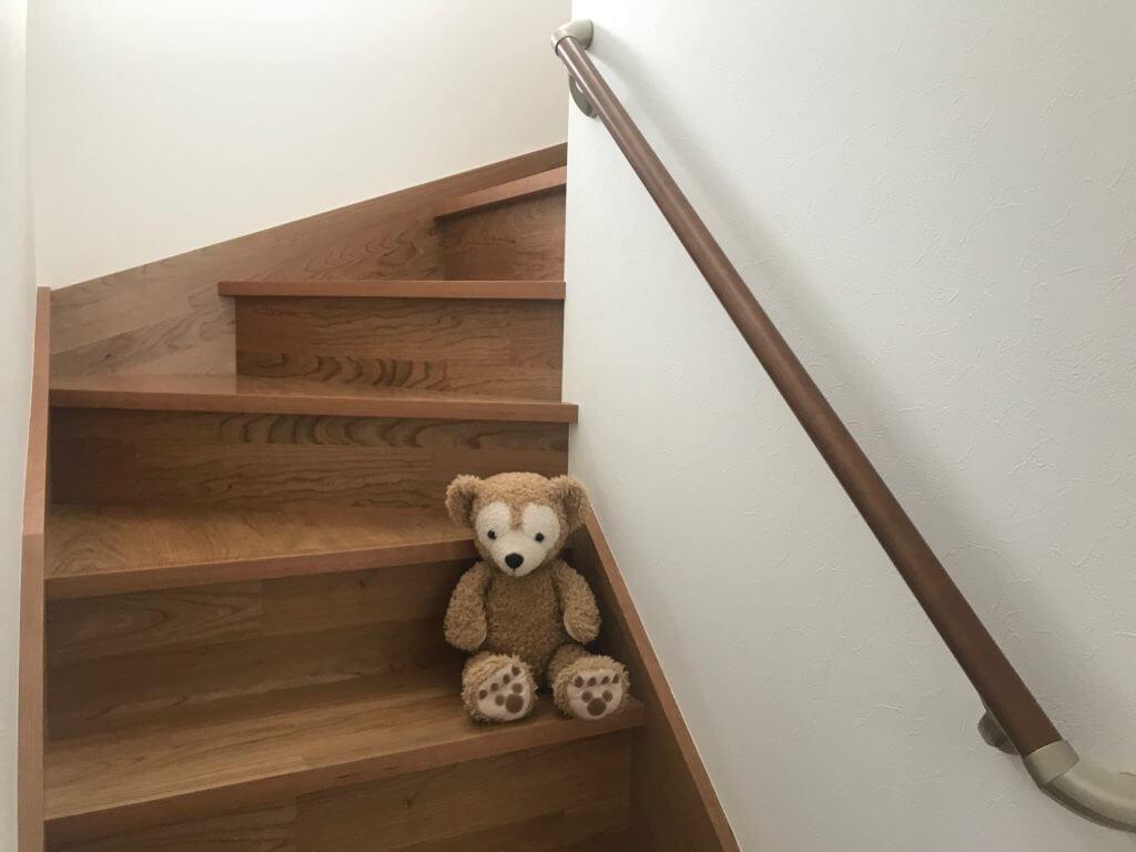 内側手すりの階段