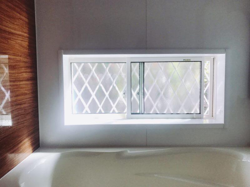 お風呂の窓の格子
