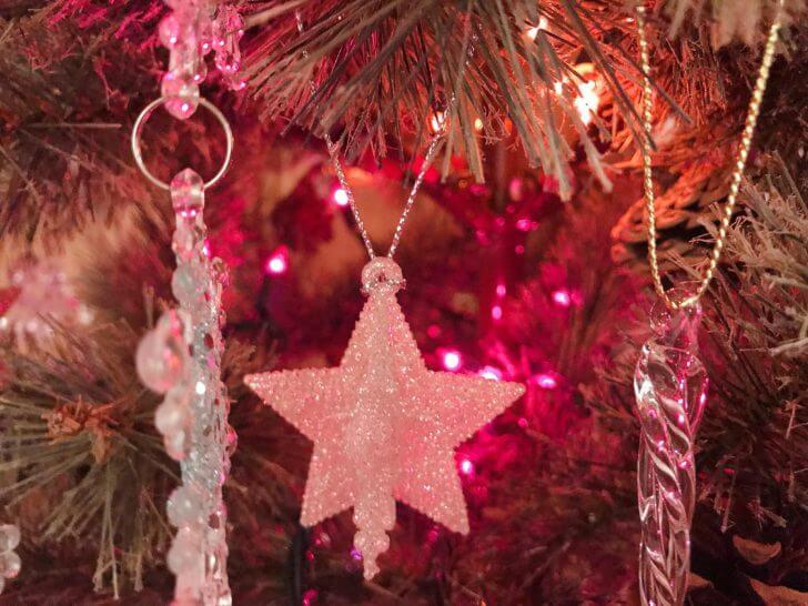 星形のクリスマスオーナメント
