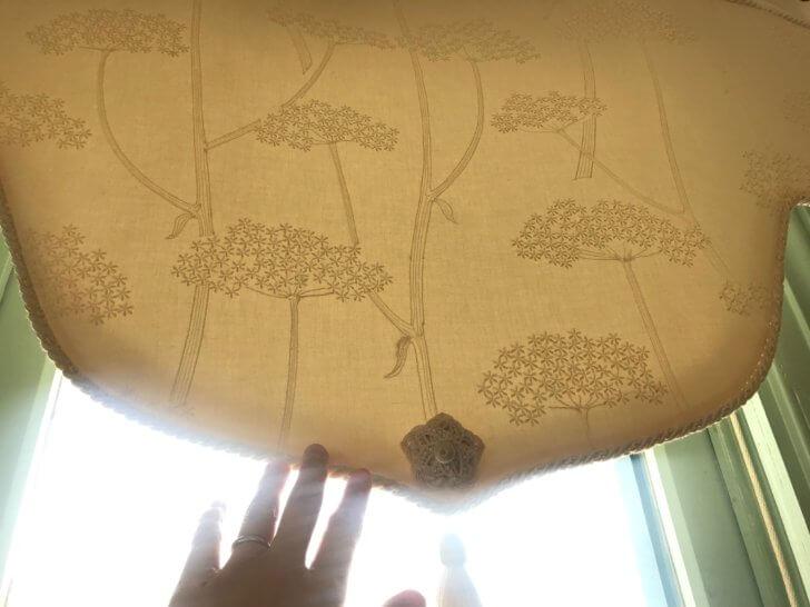 ブラフ18番館のカーテン