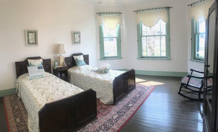 ブラフ18番館の寝室